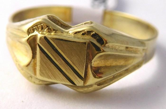 Mohutný pánský zlatý prsten s gravírováním 585/2,15gr vel. 60 T319