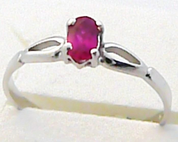 Zásnubní prstýnek z bílého zlata s rubínem 585/1,22 gr vel.56 P469