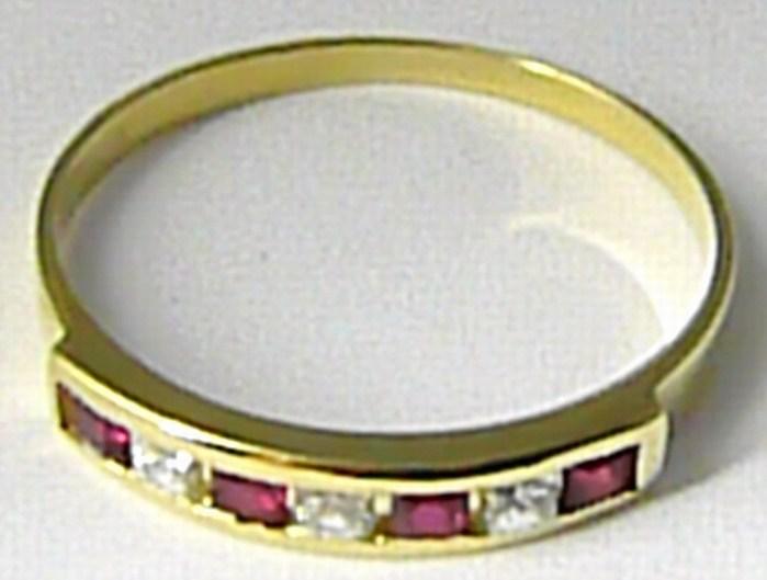 Mohutný zlatý prsten s červenými rubíny vel. 53 585/1,73gr 226470035 (226470035 - POŠTOVNÉ ZDARMA)
