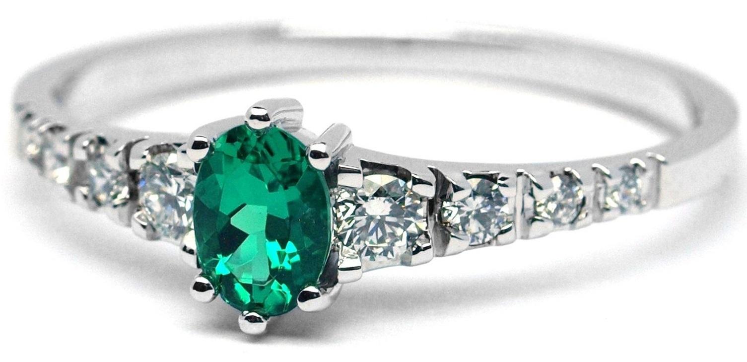 Ručně vyrobený prsten z bílého zlata se smaragdem a diamanty J-28758-17