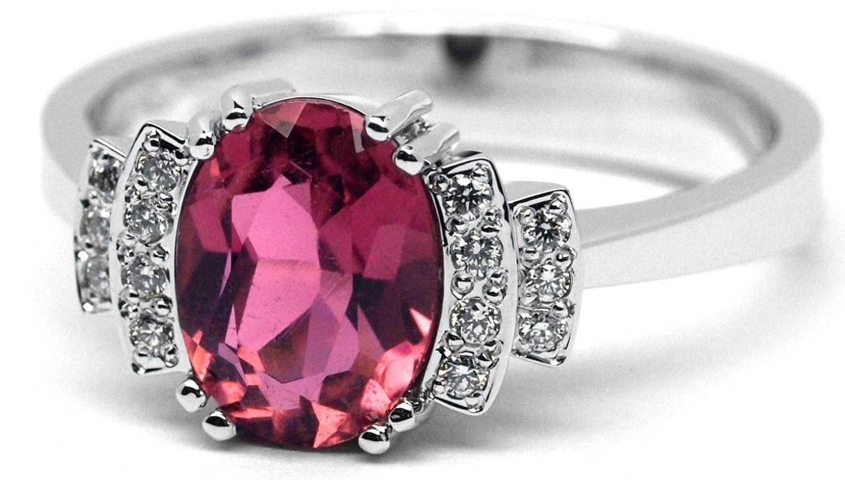 Ručně vyrobený prsten z bílého zlata s růžovým turmalínem a diamanty J-28961-17
