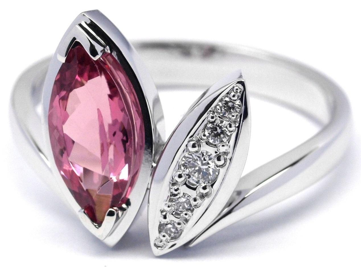 Ručně vyrobený prsten z bílého zlata s růžovým turmalínem a diamanty J-28479-17
