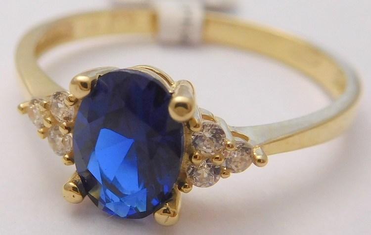 Mohutný zásnubní zlatý prsten se zirkony a velkým modrým safírem 585/1,67gr vel. 55 1810370