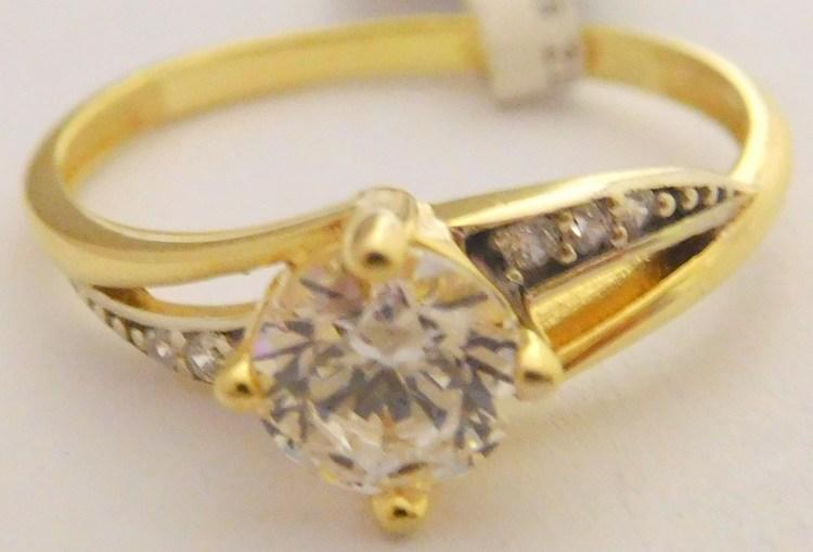 bce38f0ea Mohutný zásnubní zlatý prsten s centrálním zirkonem a menšími zirkony ze žlutého  zlata 585/2