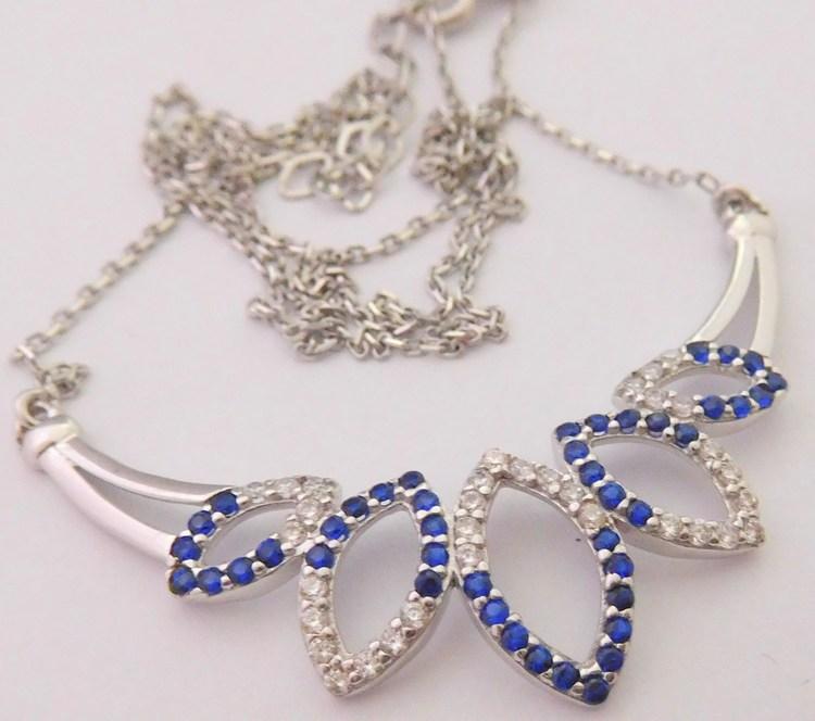 b7e5f3f5e Mohutný ozdobný zlatý náhrdelník s bílého zlata se zirkony a modrými safíry  585/3,72gr 42-45cm 1293023