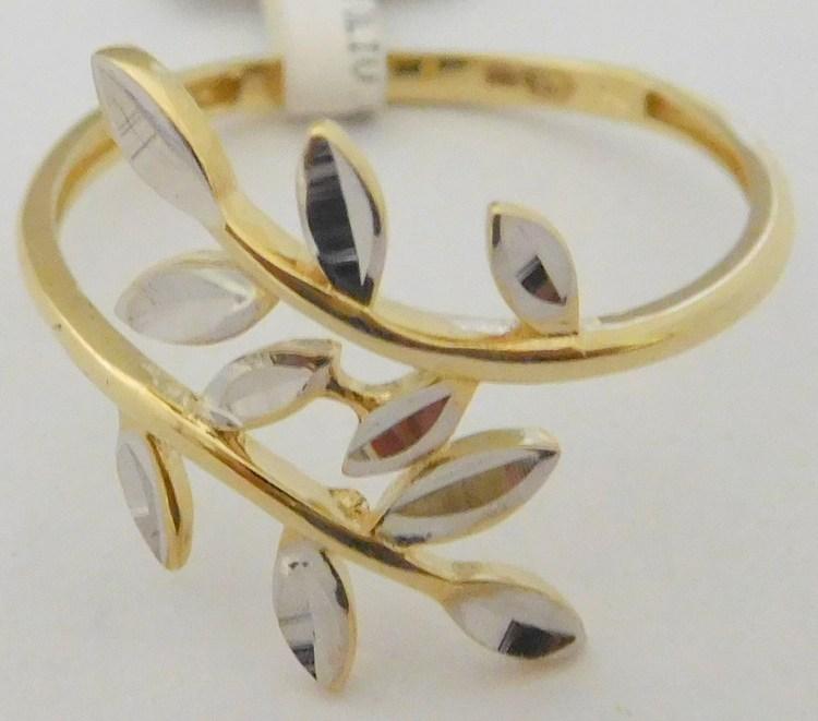 485d7d1c0 Mohutný gravírovaný zlatý prsten z bílého a žlutého zlata 585/1,35gr vel.