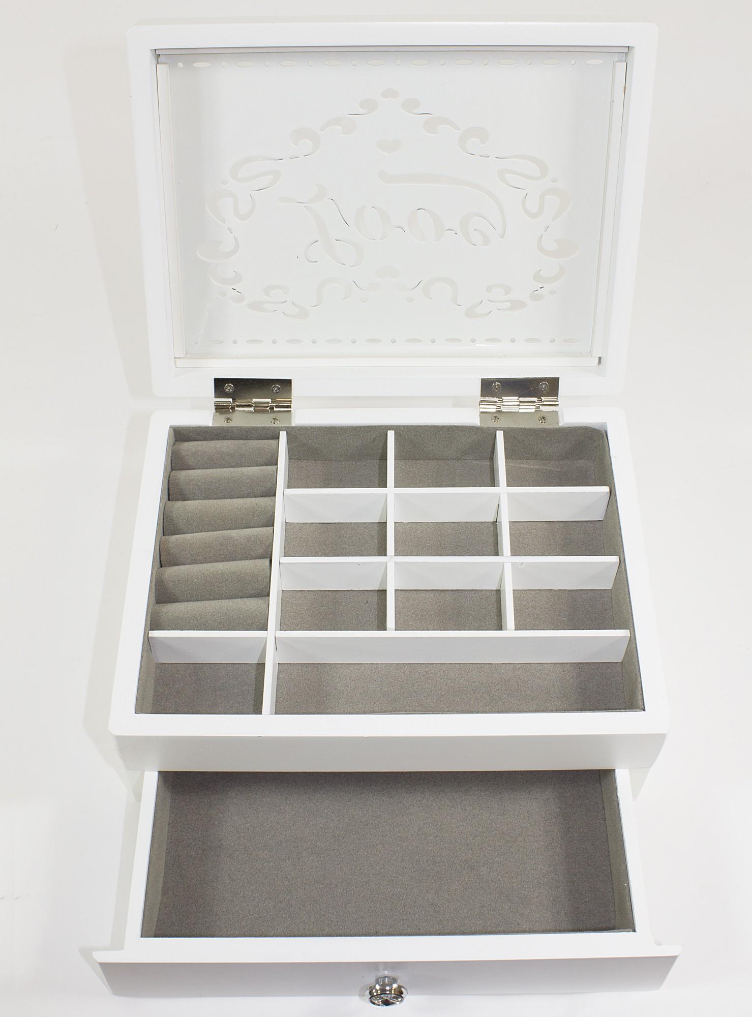 Bílá dřevěná zdobená dvoupatrová šperkovnice s nápisem LOVE 104799/999002366
