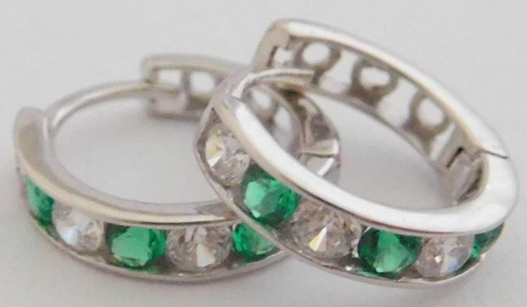 Zlaté kroužky - kruhy z bílého zlata se zirkony a zelenými smaragdy 585/1,07gr 1281064