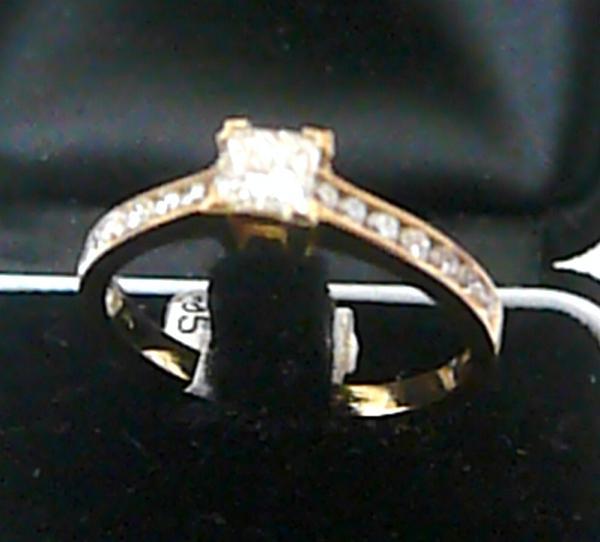 Zásnubní zlatý diamantový luxusní prsten vel. 57 585/2,85gr s mohutným diamantem