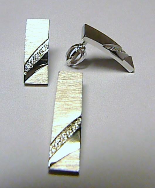 Luxusní diamantová zlatá souprava z bílého zlata 585/6,58g - 15ks DIAMANT