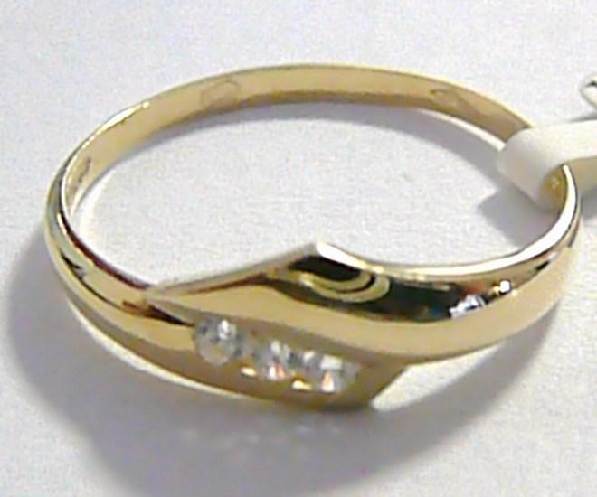 Moderní krásný zlatý prsten se třemi zirkony vel. 63 585/1,63 gr P042