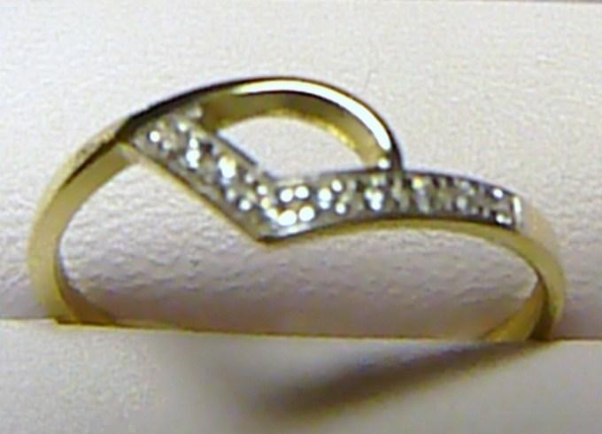 Moderní zlatý prsten posetý zirkony (8 ks) vel. 57/1,25 gr S055