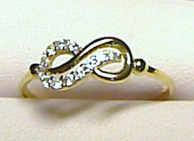 """Dámský """"nekonečný"""" zlatý prsten osetý zirkony (12 ks) vel. 52/0,85 gr S057"""