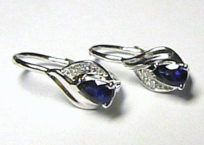 Luxusní diamantové náušnice s tmavě modrým safírem a diamanty z bílého zlata 1,7