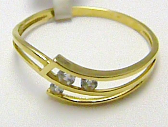 Velký zlatý prstýnek se třemi zirkony vel.63 585/1,6 gr P280