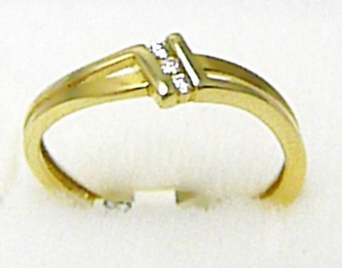 Zásnubní zlatý prsten se třemi zirkony 585/1,35 gr vel. 52 P291