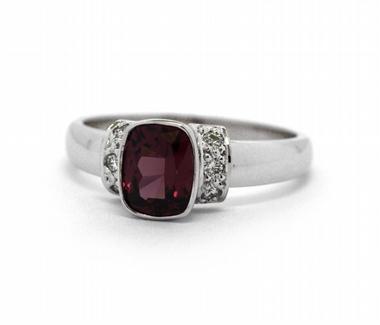 Diamantový prsten s přírodním rodolitem (1,682ct) 585/3,79 gr J-22591-13
