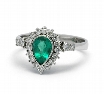 Diamantový prsten se zeleným smaragdem (0,789ct) 585/3,79 gr J-22261-13 ( J-22261-13)