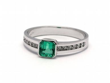 Luxusní zásnubní prsten se zeleným smaragdem (Kolumbie) 585/2,24 gr J-21659-12 (J-21659-12)