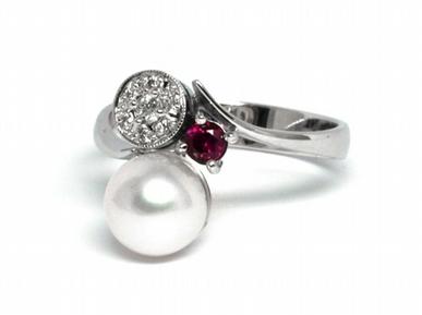 Luxusní prsten s perlou, rubínem a diamanty 585/2,84 gr J-21120-12