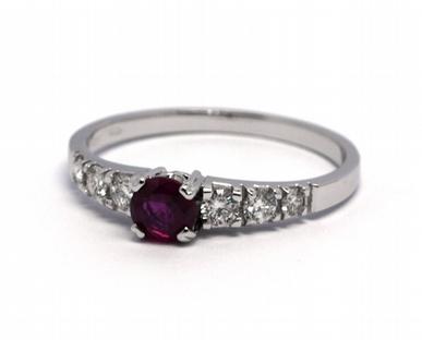 Diamantový dámský prsten s červeným rubínem 585/1,56 gr J-21055-12