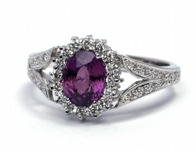 Luxusní zásnubní prsten s červenofialovým safírem 585/3,86 gr J-20921-12 (J-20921-12)
