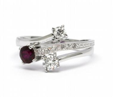 Diamantový prsten s červeným rubínem 585/2,90 gr J-19647-12