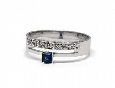 Diamantový prsten s modrým safírem 585/2,96 gr J-20641-12