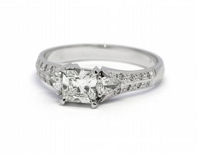Zásnubní diamantový prsten s přírodními diamanty 585/3,13 gr J-21609-12 (J-21609-12)