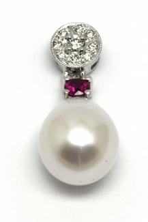 Diamantový zlatý přívěsek s perlou,rubínem a diamanty 585/0,88 gr J-21122-12