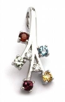 Diamantový zlatý přívěsek s 5ti pravými kameny 585/1,55 gr J-19903-11
