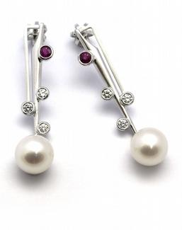 Zlaté náušnice s perlami, rubíny a diamanty 585/2,98 gr J-21679-12