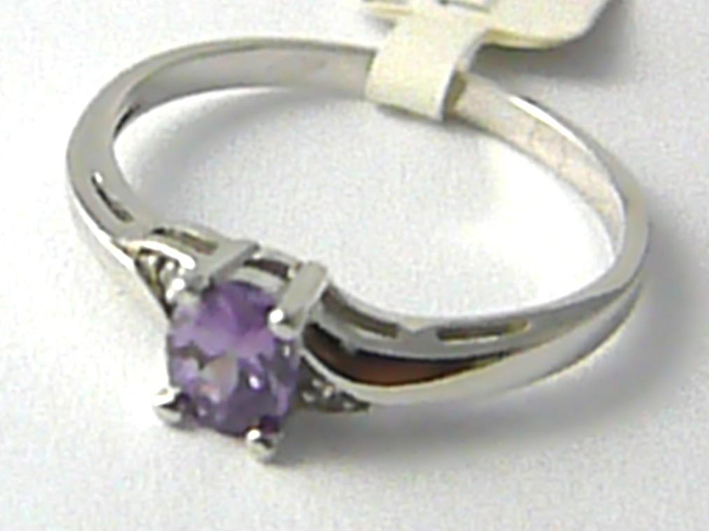 Zlate Zasnubni Prsteny Zasnubni Prsten Z Bileho Zlata S Fialovym