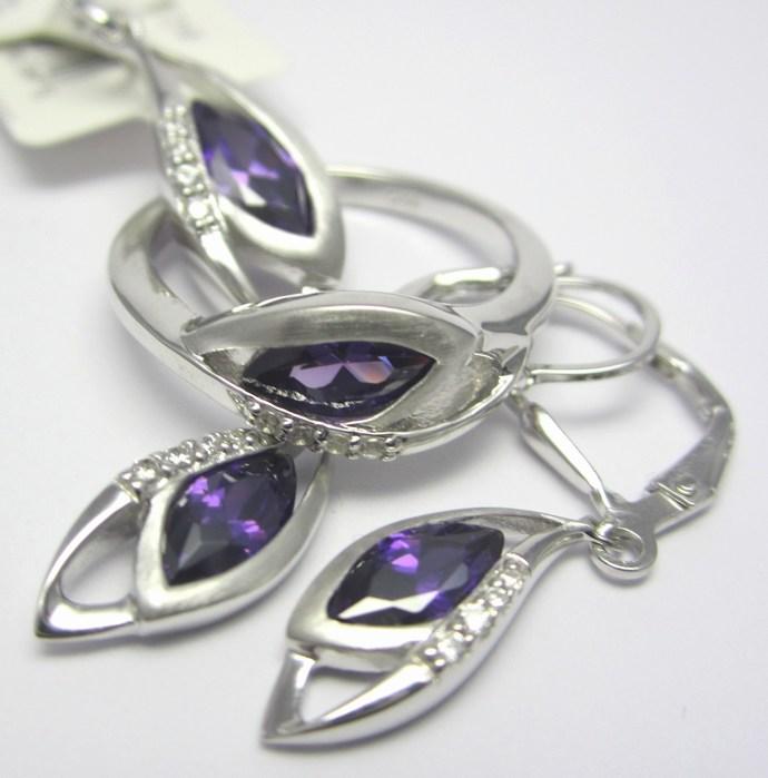 Luxusní rhodium souprava s fialovými ametysty (náušnice,přívěsek,prsten) A041 (SVLAE7480H8+SVLAP4558H8+SVLAR3772H8)