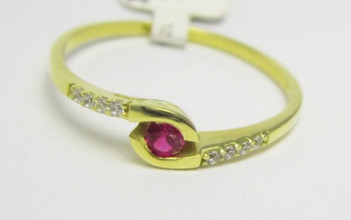 Luxusní zlatý prsten s červeným rubínem 585/1,20 gr vel. 53 P723
