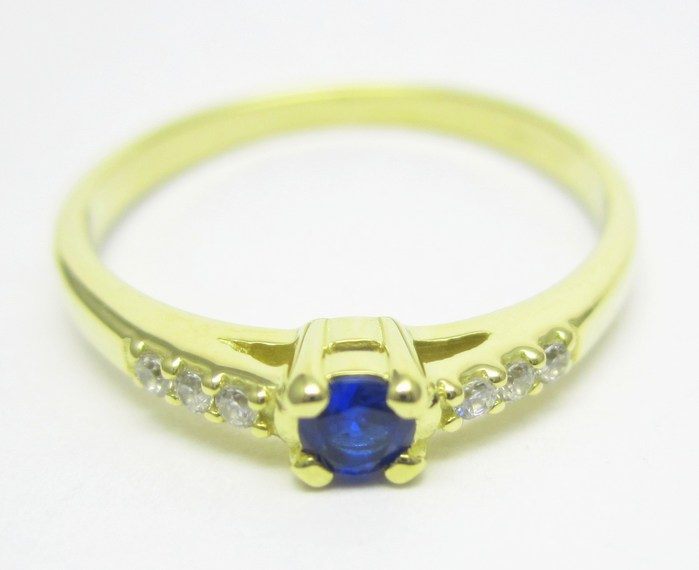 Elegantní zlatý prsten s modrým safírem (i zásnubní) vel.51 1,67gr Z137 (226041102)