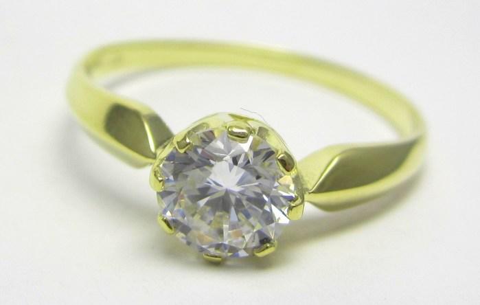 Zásnubní zlatý prsten s mohutným centrálním zirkonem vel.58 585/2,12gr Z141 (223041272)