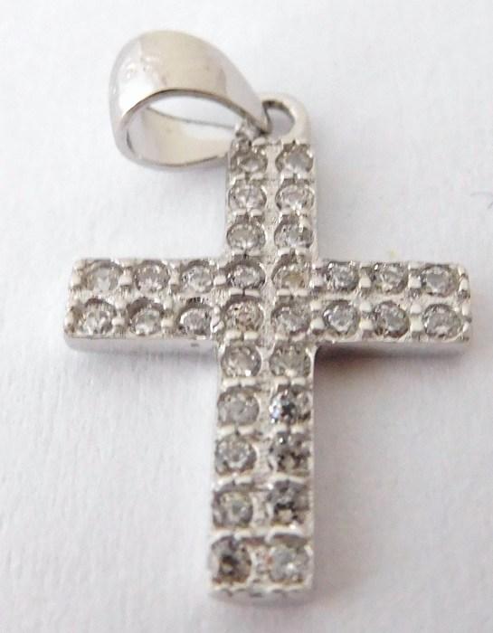 Krásný stříbrný přívěšek - Křížek se zirkony F048