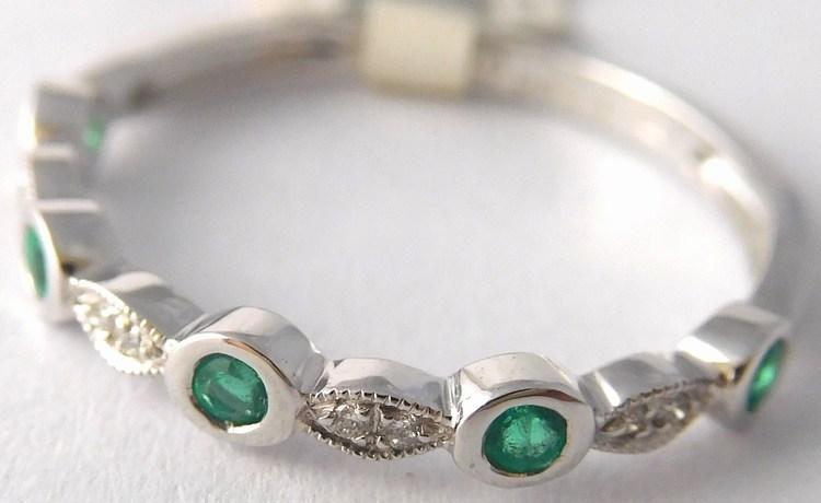 Prsten z bílého zlata s diamanty a přírodními smaragdy 585/1,25gr vel.52 4260020 (4260020 - POŠTOVNÉ ZDARMA - SKLADEM IHNED ODESÍLÁME)