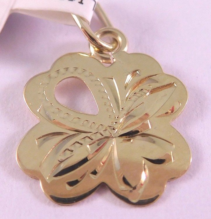 Zlatý gravírovaný přívěsek - čtyřlístek pro štěstí 585/0,47gr 3220201 (3220201 - POŠTOVNÉ ZDARMA)