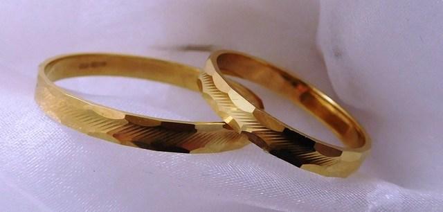 Zlaté snubní prsteny 585/1000 vel. 67, 52 F200