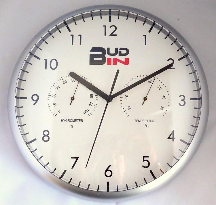 Stříbrné plastové nástěnné hodiny s teploměrem a vlhkoměrem BUD-IN C1705