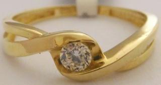 30b6e2e35 Zásnubní zlatý prsten s jedním zirkonem ze žlutého zlata 585/1,37gr vel.